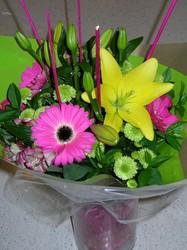 Lively Bouquet with Sticks feature