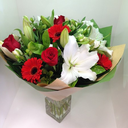 red and white bouquet flowers bouquets perth flowers delivered perth florist delivering. Black Bedroom Furniture Sets. Home Design Ideas