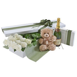 Deluxe Dozen White Rose Presentation Box