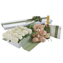 Deluxe Two Dozen White Rose Presentation Box