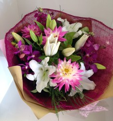 Pink and White Seasons Best Bouquet