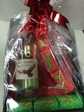 EAGLE HAWK WINE GIFT BASKET WITH GLASS